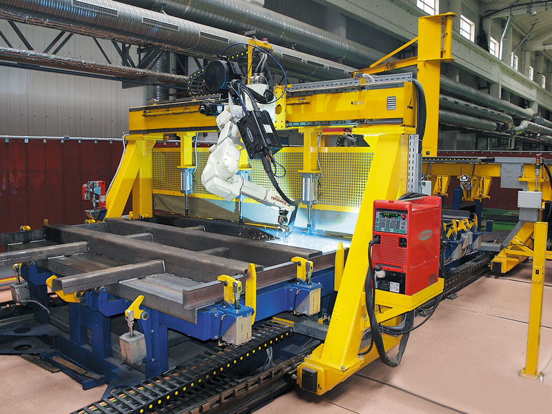 Robot-aided stand for gondola car end walls assembly and welding
