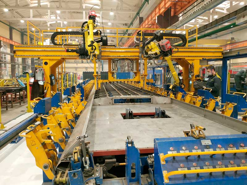 Robotic center for metro car roof welding